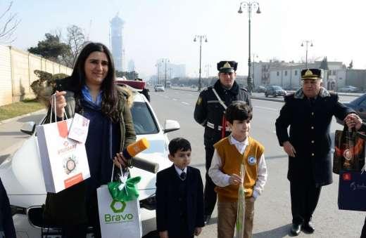 Yol polisi Bakıda xanım sürücüləri saxladı - Foto