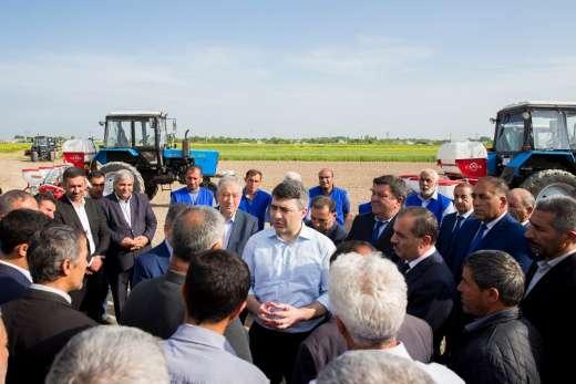 İnam Kərimov pambıqçılarla görüşüb - FOTO