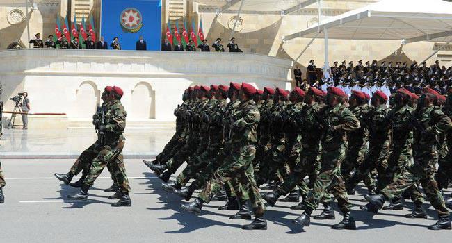 Daxili Qoşunların hərbi qulluqçuları təltif edildi - Siyahı